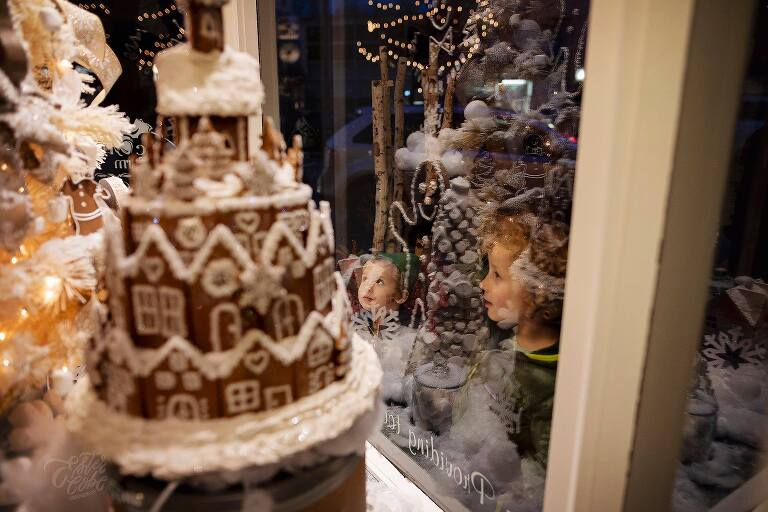 Michigan documentary Photographer, Candid Photographs of Christmas, Tips on photography, Documenting life, Lifestyle photography, Michigan family photographer, Christmas Photos